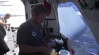 BREST ATLANTIQUES 29 novembre 2019 : images de bord d'Actual-leader ...la cuisine à bord... @Batlantiques @TeamActualeader