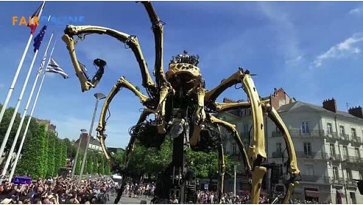 KUMO l'Araignée Géante filmée par FAIRDRONE de #Nantes