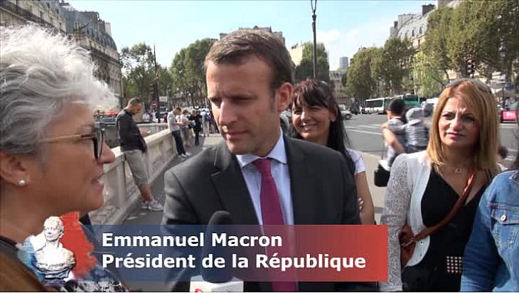 Emmanuel Macron, Président de la République, échange avec la délégation de femmes de Tarn-et-Garonne