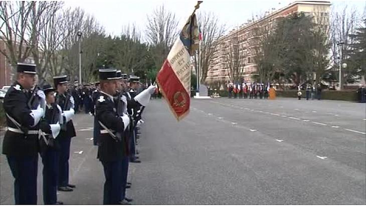 #Toulouse : #Hommage aux deux #gendarmes morts cette année, victimes du devoir en présence du @PrefetLRMP et du Général Bernard Clouzot @tvlocale_fr