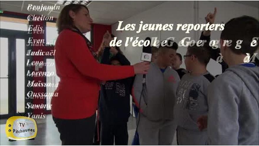 Les jeunes reporters de l'école George Sand de #Montauban reçoivent @Valerie_Rabault  Députée de Tarn-et-Garonne @educationfrane @RC_Education