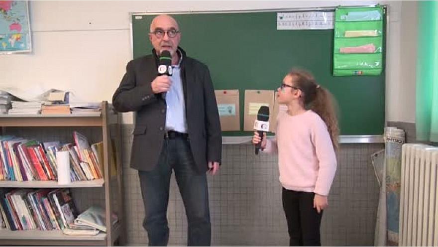 Patrice Garrigues, Conseiller Régional au micro des Jeunes Reporters de l'école George Sand à Montauban.