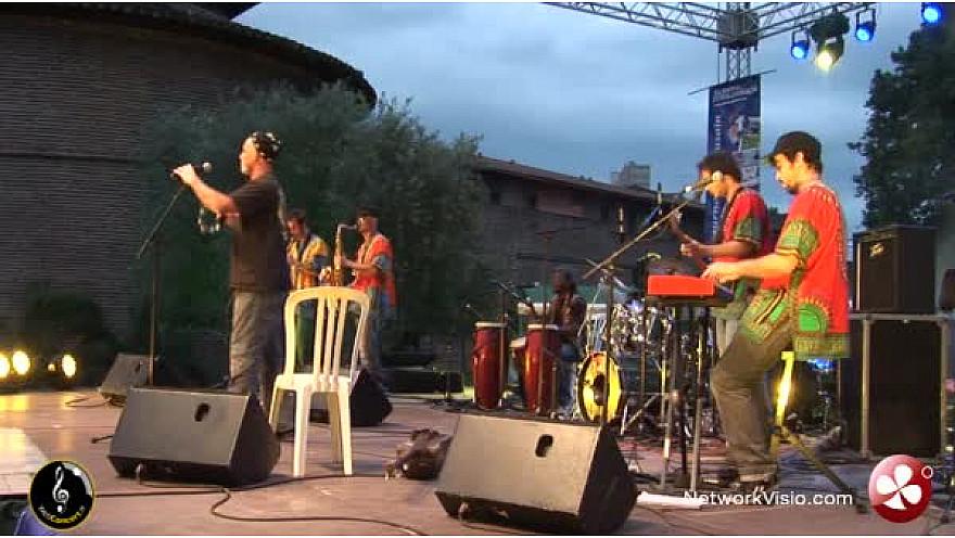 Jimi Guembrix en concert au Festival du Maroc 2012