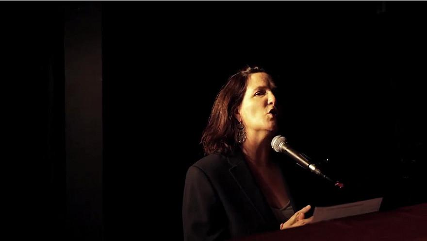 'Stop à l'Isolement' : Caroline Harvey chante les amoureux des bancs publics #ehpad #soignants #aidants #solidarité