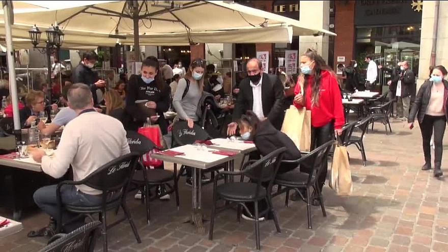 Place du Capitole Toulouse :  Ce mercredi 19 mai marque la réouverture des terrasses de bars, cafés et restaurants