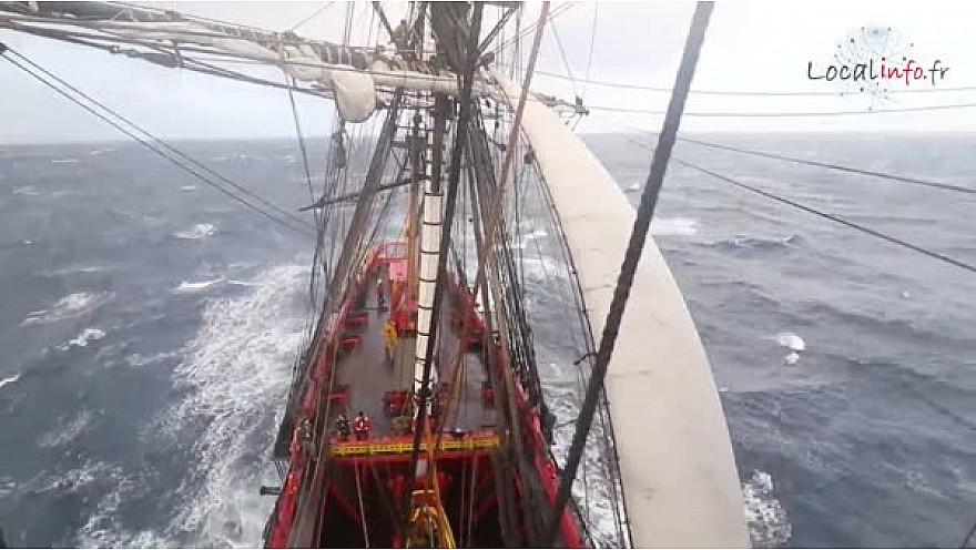 Communiqué - L'Hermione a décidé de se mettre à l'abri sous Ceuta. @LHERMIONE_SHIP @Localinfo.fr @TvLocale_fr