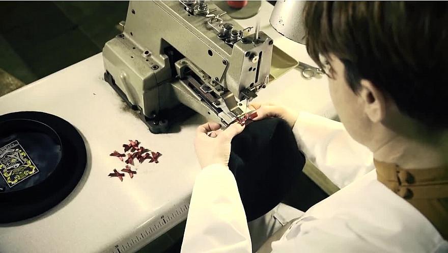 Approche Rurale TV : Les étapes de fabrication du béret #MadeinFrance en images : découvrez les coulisses de la fabrique Laulhère. @laulhere_beret