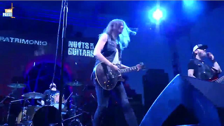 Nuits de la Guitare : Laura Cox, l'artiste 2.0 qui a enflammé la scène à Patrimoniu @LauraCoxMusic