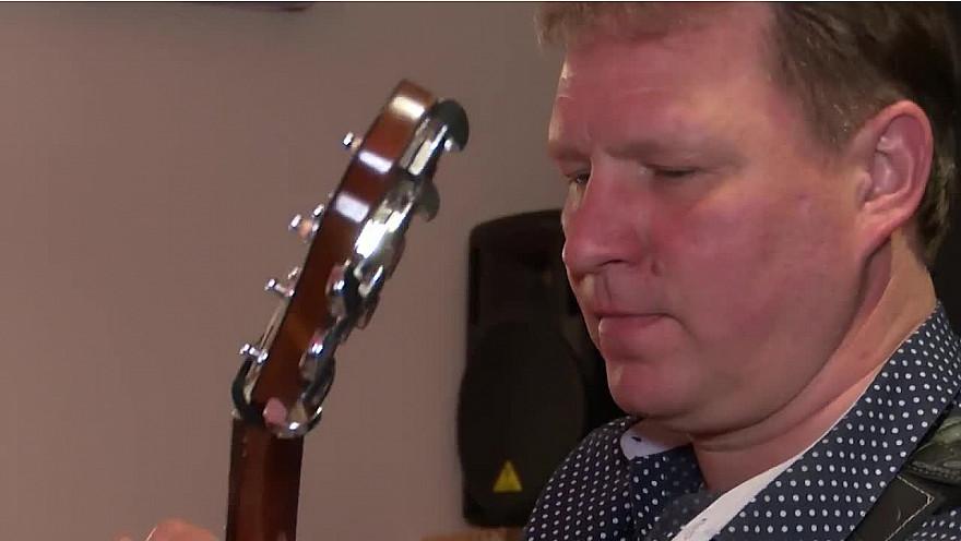 Vitaly Makukin, un virtuose de la guitare, un spécialiste du tapping.@vitalymakukin