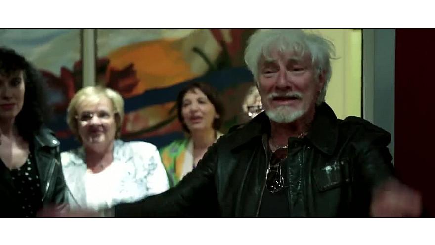 'Les Choeurs Légers' :  Troupe d'artistes handicapés et valides  avec Hugues Aufray 'Santiano'