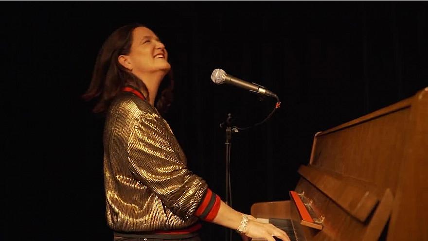 Caroline Harvey chante 'L'âme des poètes'