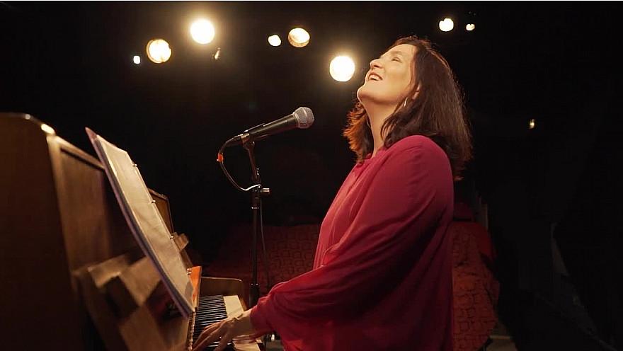 Caroline Harvey chante 'Le Métèque'