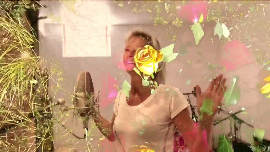 CLAUDE FRANCOIS le 1er février 2021 aurait 82 ans : petit clin d'œil d'Irka BOCHENKO et  Jean-Claude DELORME au magnifique artiste !  « Dis c'est comment le Paradis » lui demande t'elle en chanson